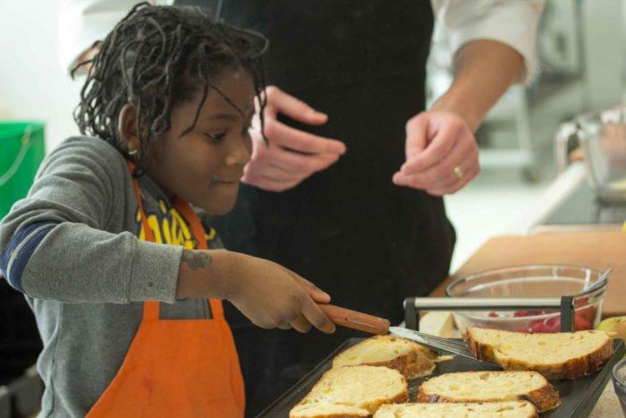 Prendre du plaisir à cuisiner en famille